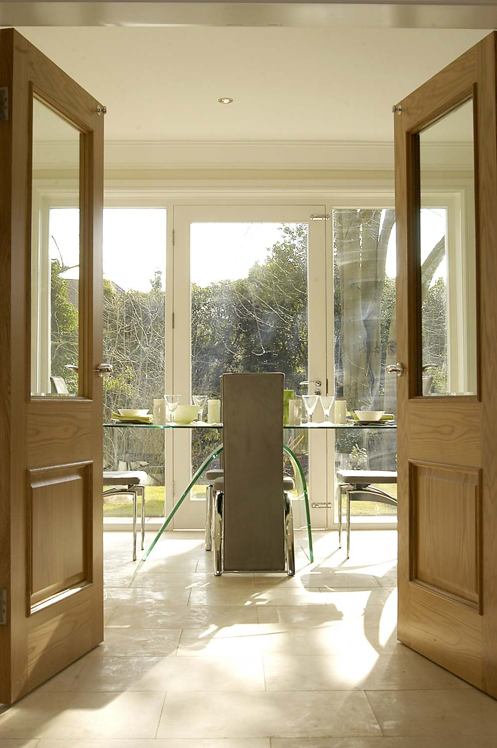 oak double doors onto glazed dining room